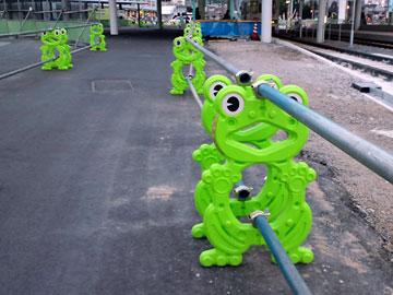 熊本駅前のカエル