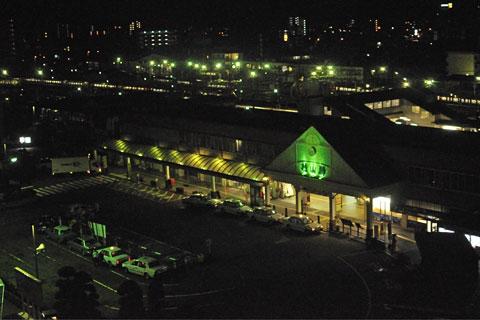 夜明け前の松山駅